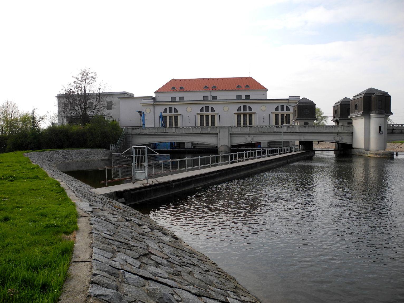 Vodní elektrárna v Přelouči